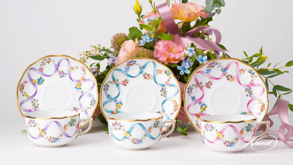 Herend Flower Garland 茶杯s with Ribbon decor - click for more Herend 茶杯s.